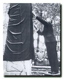 Einweihung des Ehrenmahls am 18.05.1958 durch den damaligen Präsidenten Wilhelm Voßkamp.